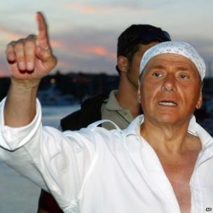 Silvio Berlusconi, a print bandanna on his head, in Sardinia, 16 August 2004