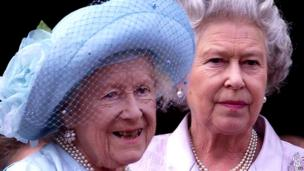 Queen Elizabeth, the Queen Mother celebrates her 100th birthday from the balcony of Buckingham Palace with her daughter the Queen August 4, 2000.