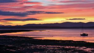 Teresa Sumerfield's shot of this stunning sunset was taken as she walked through the village of Blackness in the Firth of Forth