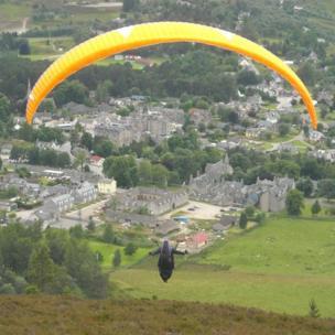 Hang glider over Craig Coinneach