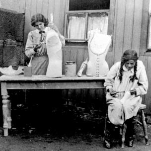 Making plaster jackets in early 20th Century