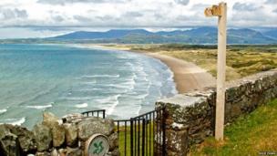 Harlech beach and the mountains of Snowdonia. Photo: Eddie Evans on the BBC Wales Nature Flickr group