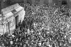 Suffragettes capture the Monument, 18 April 1913