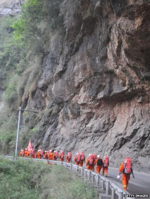 Rescuers on foot head for Baoxing County, Sichuan province, China (21 April 2013)
