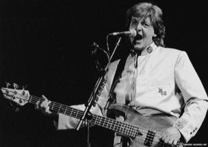 Paul McCartney sings to a packed house of 175,000 people in Rio's Maracana soccer stadium in Rio De Janeiro, 21 April 1990.