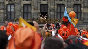 Royal family on the balcony, Amsterdam (30 April 2013)