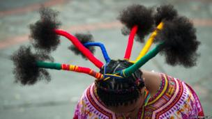 A woman presents an Afro-Colombian hairstyle