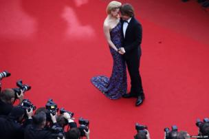 Australian actress Nicole Kidman and her husband, Australian country singer Keith Urban pose for photographers