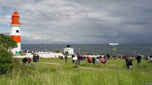 Souter Lighthouse and crowds