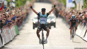Mark Cavendish celebrates winning