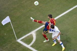 Spain's defender Gerard Pique (left) and Italy's midfielder Claudio Marchisio