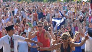 Fans celebrating at Wimbledon