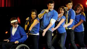 (l-r) Actor/singers Kevin McHale, Jenna Ushkowitz, Cory Monteith, Lea Michele, Chris Colfer and Amber Riley