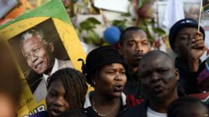 Well-wishers outside Mr Mandela's hospital in Pretoria (18 July)