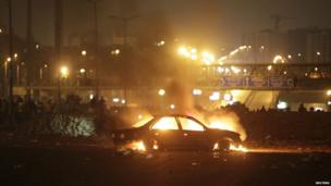 Burning car in Cairo (27 July 2013)
