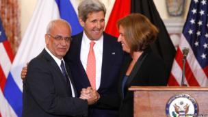 Chief Palestinian negotiator Saeb Erekat, U.S. Secretary of State John Kerry and Israel's Justice Minister Tzipi Livni shake hands