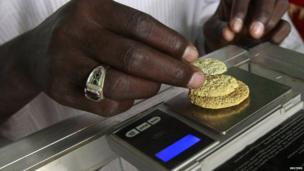 Gold mine workers weigh their gold in a local mine in Al-Ibedia locality at River Nile State on 30 July 2013
