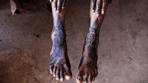 Local resident Kaidjiatou Ama Coulibaly shows her henna tattoo in Bamako, Mali, on 27 August 2013