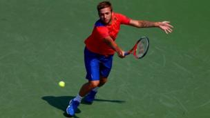 Dan Evans plays a backhand
