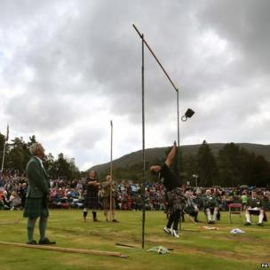 Throwing weight over bar at the Braemar Gathering