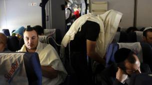 Israeli pilgrims head to Bulgaria (photograph by Noam Sharon)