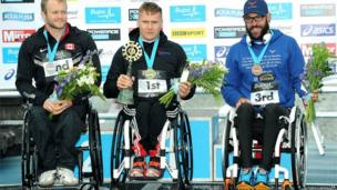 David Weir (centre) with Josh Cassidy (left) and Rafa Botello Jiminez