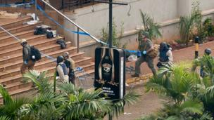 Foreign and Kenyan investigators enter Westgate mall on 26 September 2013