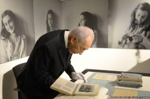 Israeli President Shimon Peres visits the Anne Frank Museum in Amsterdam, Holland