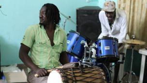 Malian percussionist Bouramasy Diabate and British drummer Pauli