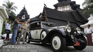 A 1932 Rolls Royce leaves the Kandawgyi Palace hotel at the start of the Burma Road Classic
