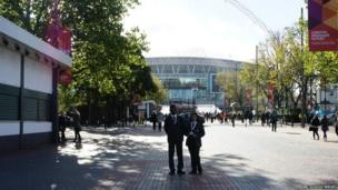 Tabassum and Brando from Skinners' Academy made their way to Wembley to report on Radio 1's Teen Awards 2013