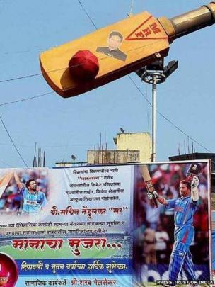 A fan of Sachin Tendulkar installed a bat and hoardings near Thane railway station in Mumbai