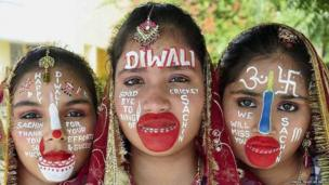 School children in Moradabad paint their faces to pay tribute to Sachin Tendulkar's farewell series