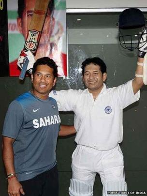 Sachin Tendulkar stands in front of his life-size wax statue at Eden Gardens, Calcutta
