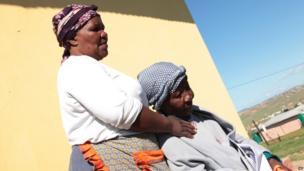 Family members Nowam Mandela and Nontsikelelo Mandela mourn in Nelson Mandela's home village of Qunu