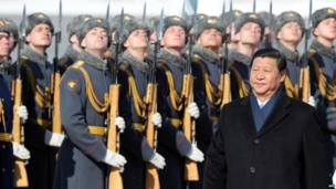 Chinese President Xi Jinping reviews Russian honour guard during official welcome ceremony at Vnukovo airport outside Moscow on 22 March 2013