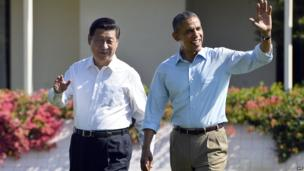 US President Barack Obama (right) and Chinese President Xi Jinping wave as they take a walk at the Annenberg Retreat at Sunnylands in Rancho Mirage, California, on 8 June 2013