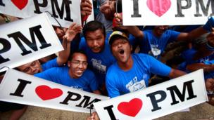 Supporters cheer while waiting for Malaysia's Prime Minister and Barisan Nasional (BN) chairman Najib Razak during an election rally to address young parliamentary constituency voters at his hometown on 4 May 2013 in Pekan, Malaysia