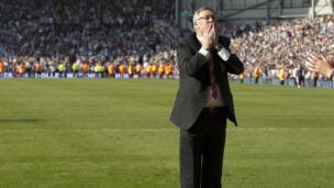 Alex Ferguson waves goodbye to fans at Old Trafford