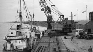 Boat loading at Shotton jetty further along the Dee and serving Shotton Steelworks