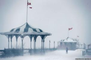 A pedestrian on the Terrasse Dufferin during a snowstorm in Quebec City