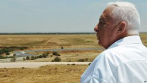 Ariel Sharon in the coastal strip of Nitzanim, north of the Gaza Strip, on 17 May 2005