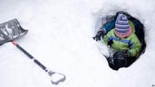 Children play in snow in Grand Blanc, Michigan (6 Jan 2014)