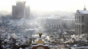 Smoke is seen in Kiev (25 January 2014)