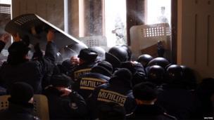 Police inside the regional administration building, Chernivtsi (25 Jan)