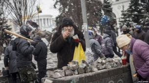 Protesters at a makeshift soup kitchen in Kiev (28 January 2014)