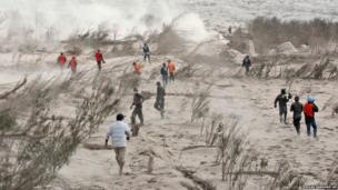 Rescuers search for victims of the eruption of Mount Sinabung in North Sumatra, Indonesia