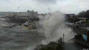 Waves crashing into the coast in Plymouth