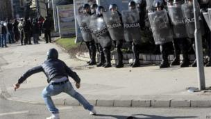 Protester in front of riot police in Sarajevo (7 February 2014)