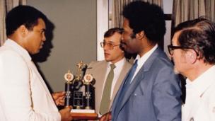 Muhammed Ali (left)